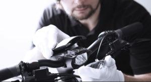 BESV製品の品質管理 - ヘッドライトの照射角を調整